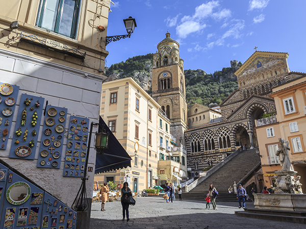 amalfi coast pottery shop fountain cathedral 92975 600x450